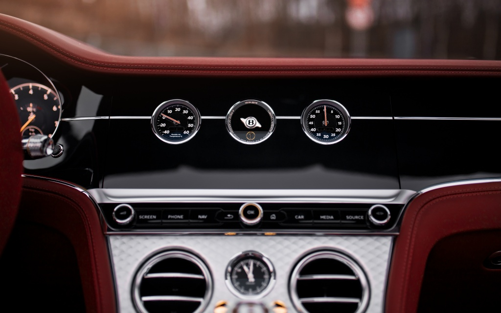 Continental GT Convertible Number 1 Edition by Mulliner (10).jpg